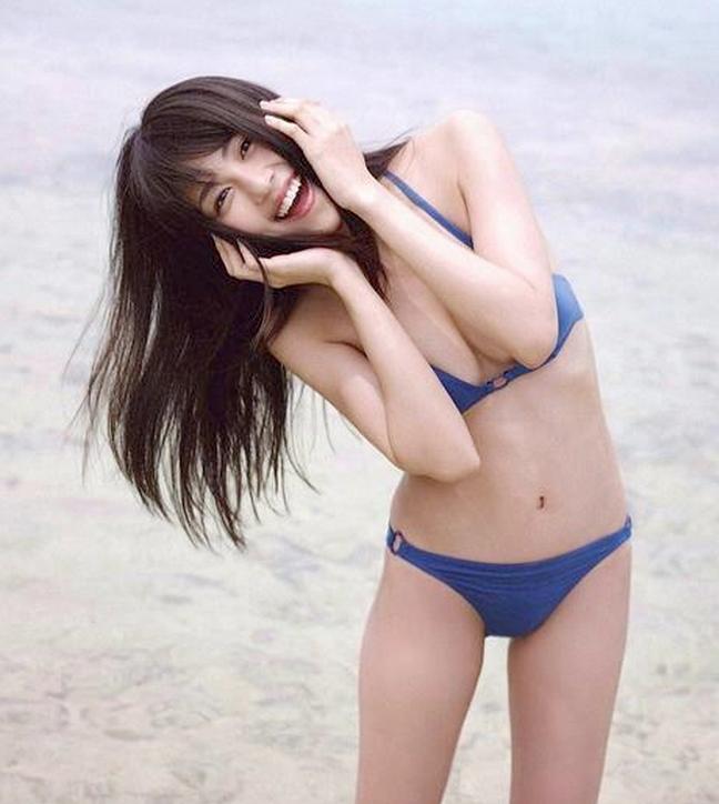 女優・有村架純のDカップ水着グラビアがエロ可愛い!画像+GIFまとめ