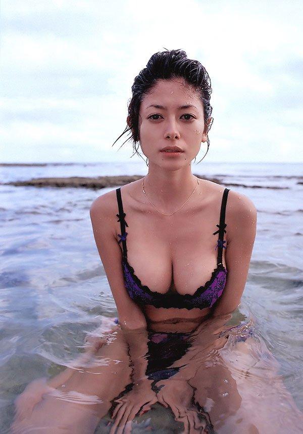 真木よう子映画での乳首だし濡れ場がエロ過ぎる!!画像まとめ(18枚)