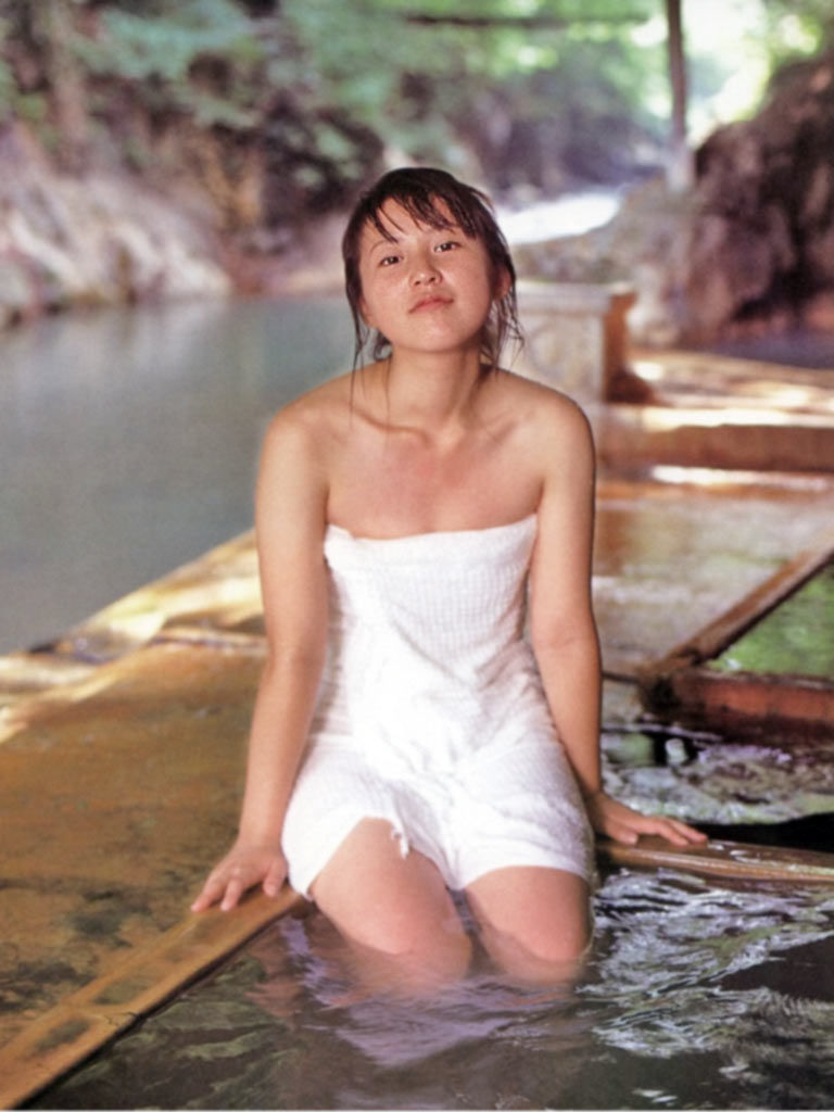 女優・来栖あつこのDカップ水着グラビアがエロい!画像まとめ