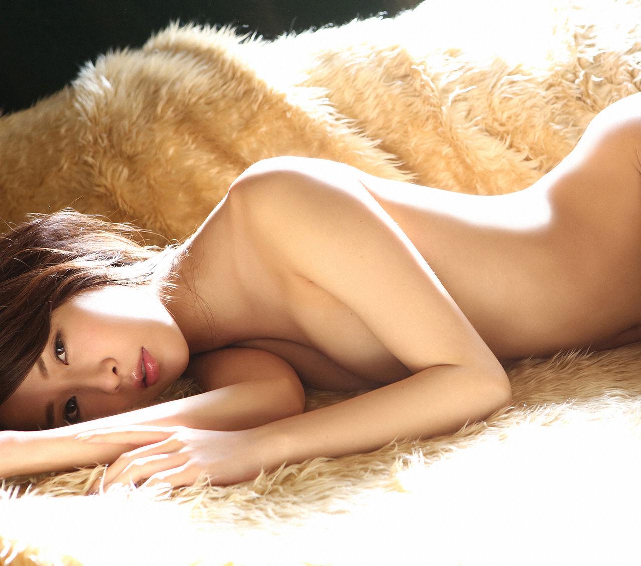 元ナンバー1ホステス・神室舞衣のDカップ手ブラ&セミヌードグラビアがエロい!画像まとめ