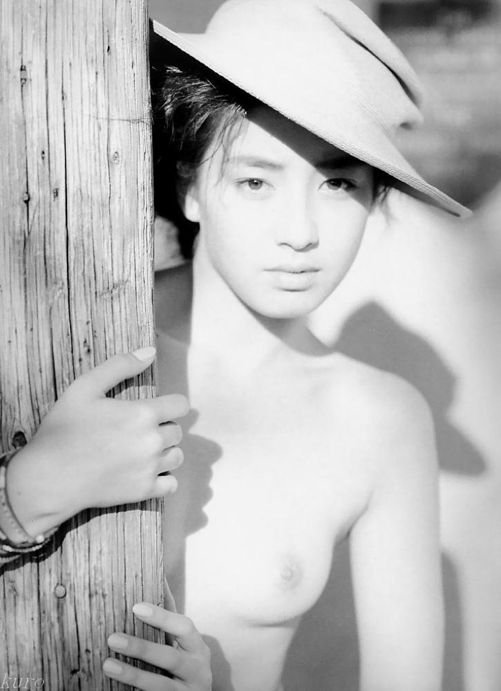 伝説の写真集「サンタフェ」!宮沢りえ10代のヌード写真集!画像まとめ(24枚)
