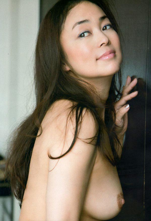 元オセロの中島知子が乳首解禁の過激なヌード!エロ画像まとめ(31枚)