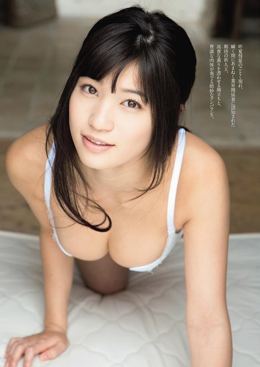 高崎聖子のGカップ巨乳セミヌードグラビア!手ブラ・水着画像まとめ