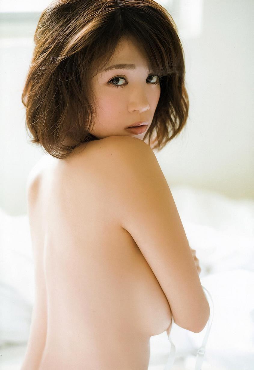 菜乃花のIカップ爆乳セミヌードグラビア!手ブラ・水着画像まとめ